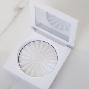 New Ofra x Nikkie Tutorials Space Baby Highlighter